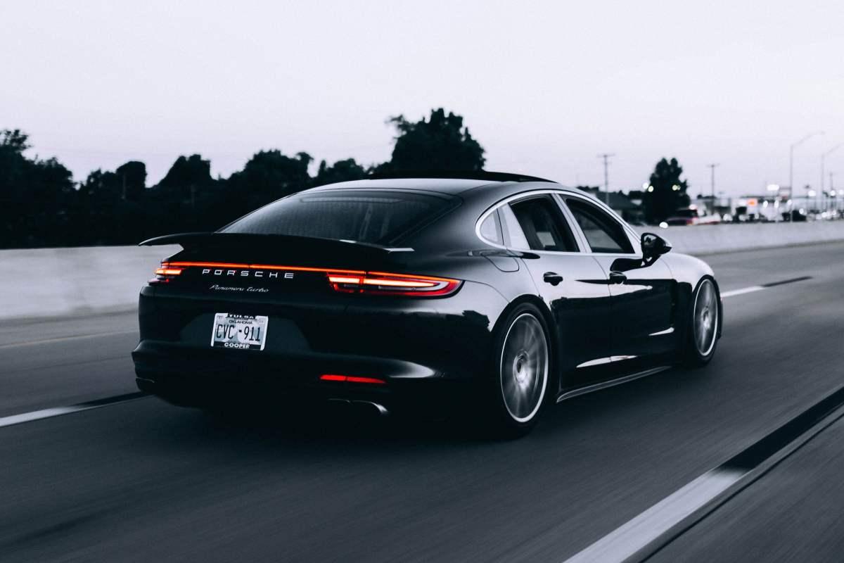 Звіт: Покупці автомобілів віддають перевагу повноцінним відео авто врусі